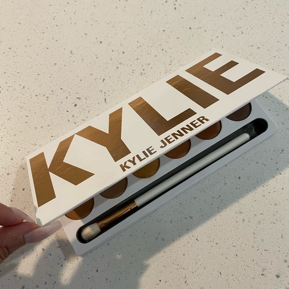 Kylie ❤️ The Bronze Extended Palette